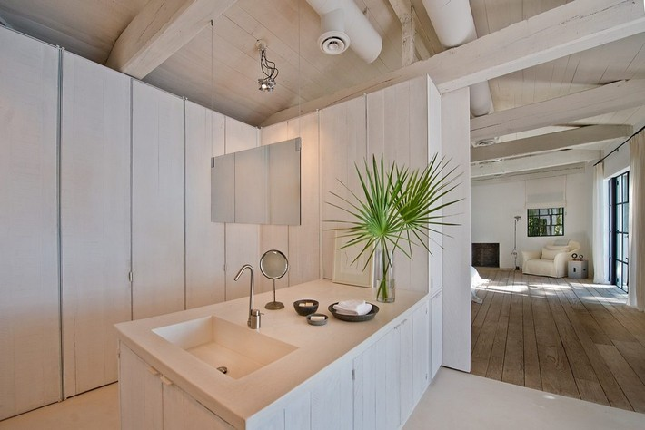 CALVIN KLEIN'S MIAMI BEACH HOME HITS REAL ESTATE MARKET  CALVIN KLEIN'S MIAMI BEACH HOME HITS REAL ESTATE MARKET 1433525795 syn 39 1433363480 4714 master bathroom w bedroom view for web