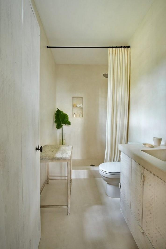 CALVIN KLEIN'S MIAMI BEACH HOME HITS REAL ESTATE MARKET  CALVIN KLEIN'S MIAMI BEACH HOME HITS REAL ESTATE MARKET 1433525797 syn 39 1433363529 5501 bathroom for web