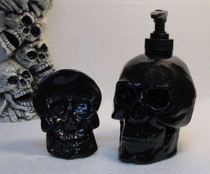 Gold Black And Skulls For Your Bathroom This Halloween Inspiration And Ideas From Maison