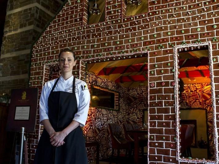 The Ritz-Carlton, Dove Mountain pastry luxury gingerbread house Luxury Gingerbread House by The Ritz-Carlton, Dove Mountain Luxury Gingerbread House by The Ritz Carlton Dove Mountain pastry
