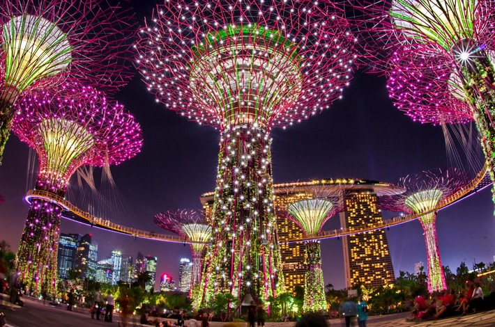 singapores at gardens by the bay lighting christmas wonderland singapores christmas wonderland at gardens by the