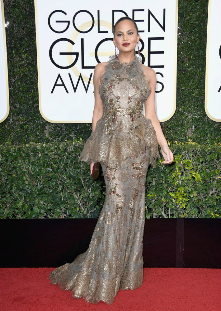 2017-golden-globe-awards-best-fashion-dresses-from-the-red-carpet-chrissy-teigen 2017 Golden Globe Awards 2017 Golden Globe Awards: Best Fashion Dresses from the Red Carpet 2017 Golden Globe Awards Best Fashion Dresses from the Red Carpet Chrissy Teigen