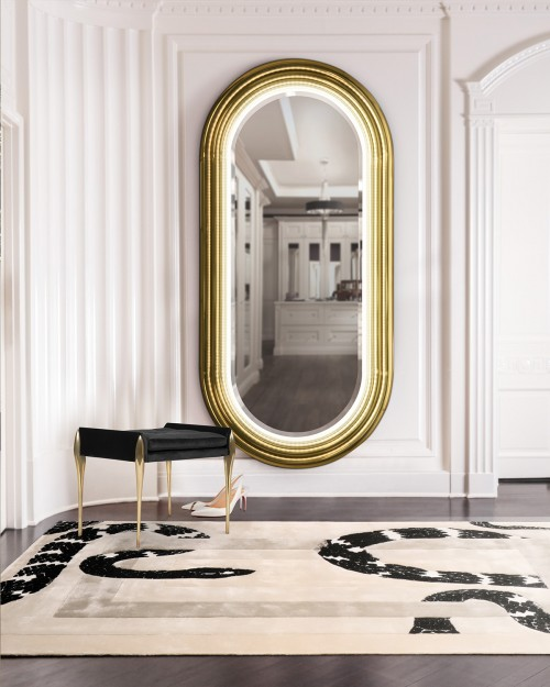 elegant-closet-with-colosseum-mirror