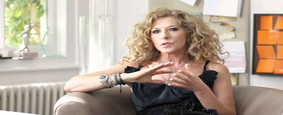 Kelly Hoppen create luxury acessories for luxury bathrooms covet
