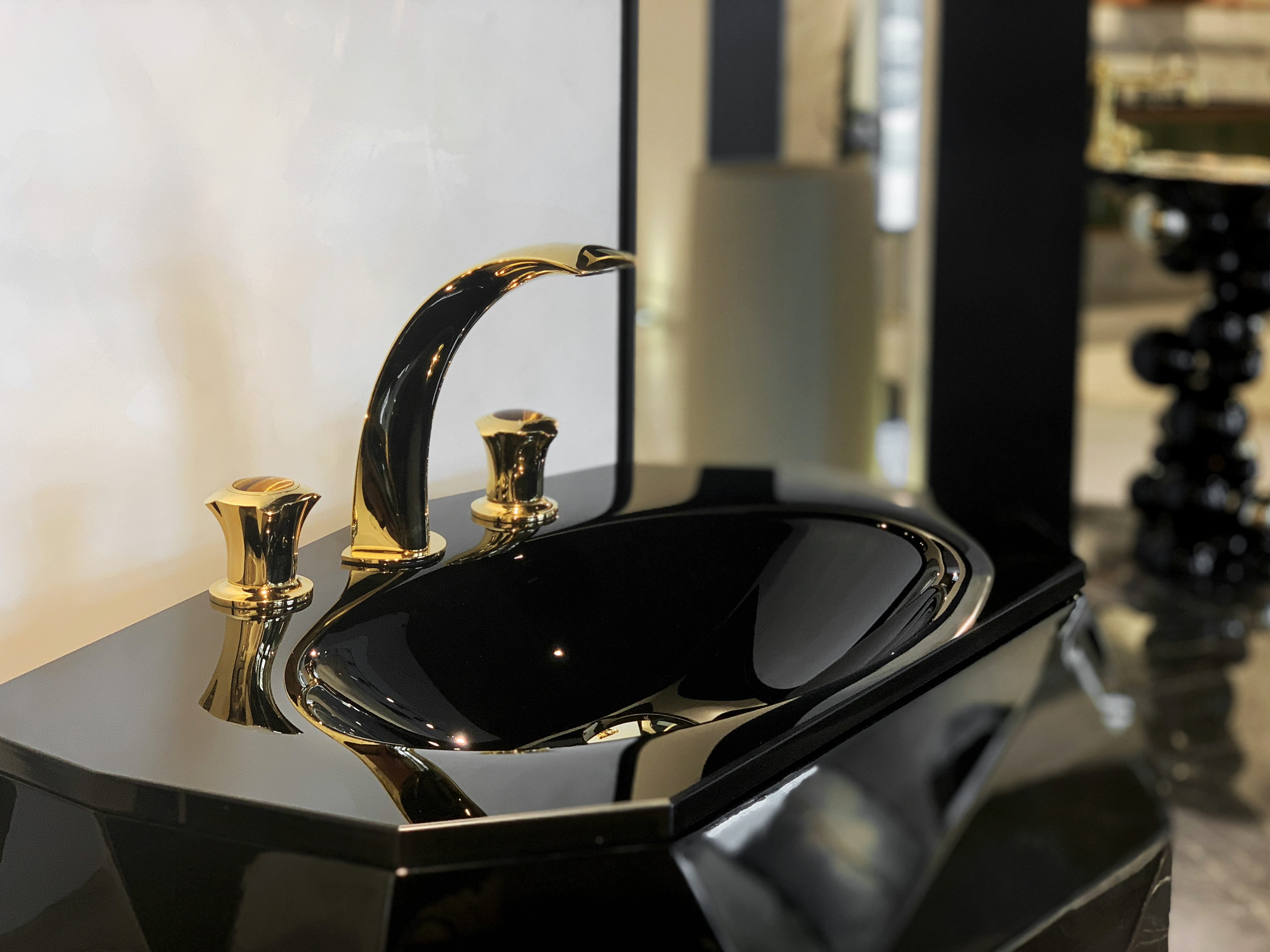 casa milano, luxury bathroom design scene, maison valentina, versace, bathroom casa milano Casa Milano Takes Dubai's Luxury Bathroom Design Scene to a New Level Casa Milano Showroom Dubai6