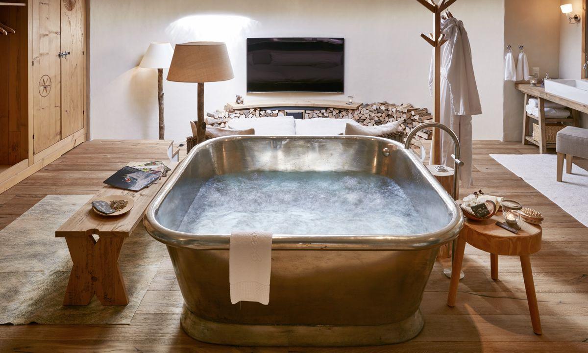 glamorous bathtubs, luxurious bathroom, luxury bathroom, luxury bathroom glamorous bathtubs 15 Most Glamorous Bathtubs to Have in 2021 5d32bd07dd3b9d2f2bfcfaf9ed7ca68a