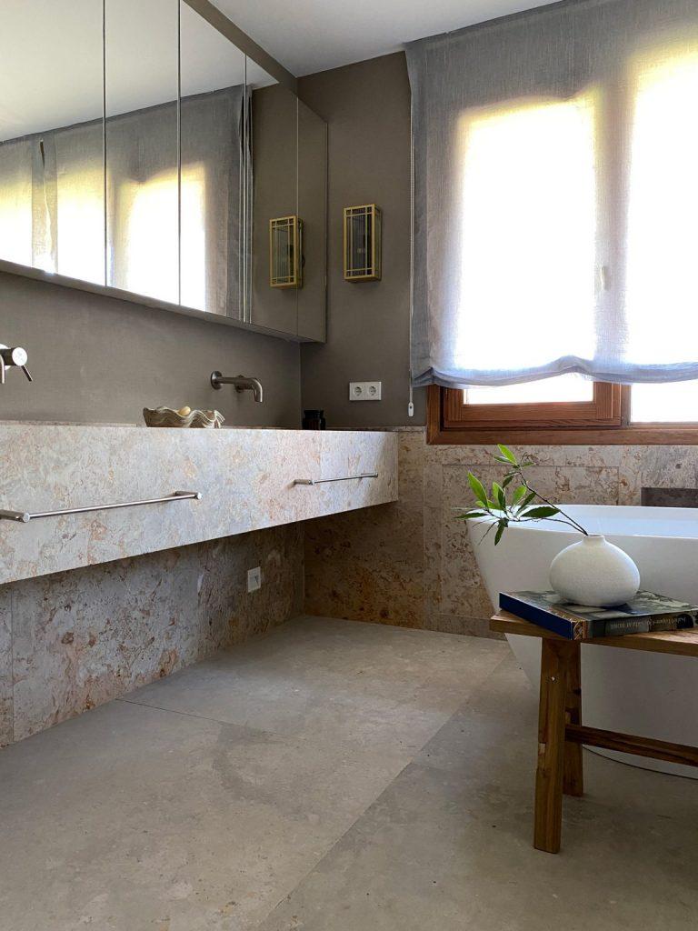 20 Bathroom Ideas By The Top Interior Designers From Madrid top interior designers from madrid 20 Bathroom Ideas By The Top Interior Designers From Madrid Top Interior Designers Based in Madrid tristandomecq 1 768x1024