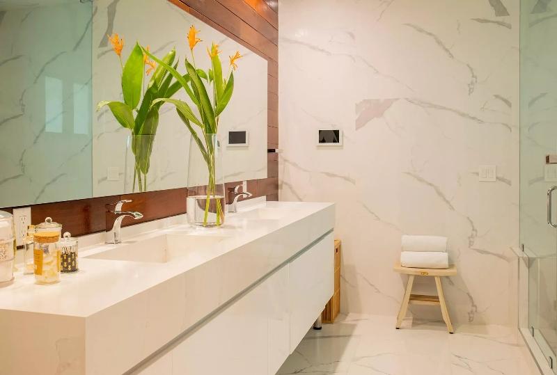 Miami Interior Designers: Get To Know Our Top 20 Bathroom Designs miami interior designers Miami Interior Designers: Get To Know Our Top Bathroom Designs Miami Interior Designers  Get To Know Our Top 20 Bathroom Designs 2 1