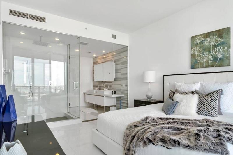Miami Interior Designers: Get To Know Our Top 20 Bathroom Designs miami interior designers Miami Interior Designers: Get To Know Our Top Bathroom Designs Miami Interior Designers  Get To Know Our Top 20 Bathroom Designs 6