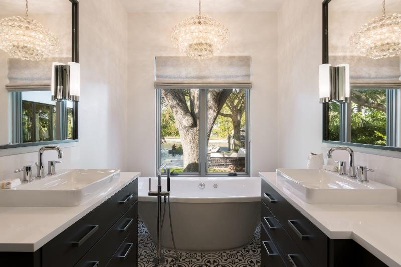 Miami Interior Designers: Get To Know Our Top Bathroom Designs miami interior designers Miami Interior Designers: Get To Know Our Top Bathroom Designs Miami Interior Designers  Get To Know Our Top Bathroom Designs 8