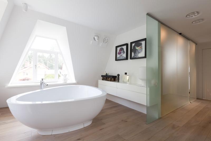 Contemporary interiors with distinctive bathroom designs by 4a Architekten 4a architekten Contemporary interiors with distinctive bathroom designs by 4a Architekten 4