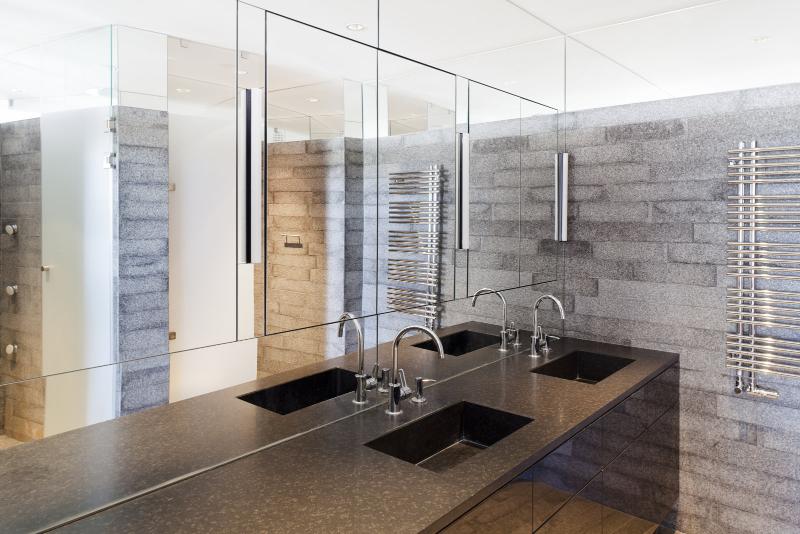 Contemporary interiors with distinctive bathroom designs by 4a Architekten 4a architekten Contemporary interiors with distinctive bathroom designs by 4a Architekten 7 1