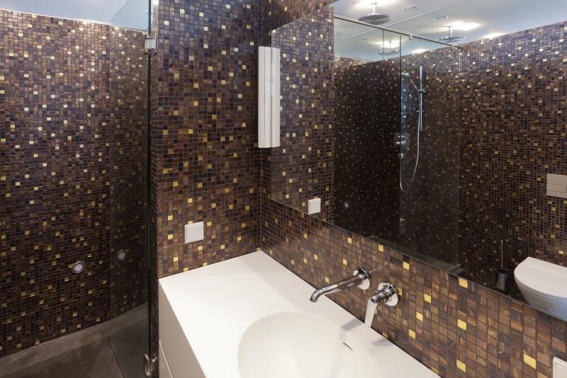 Contemporary interiors with distinctive bathroom designs by 4a Architekten 4a architekten Contemporary interiors with distinctive bathroom designs by 4a Architekten 9