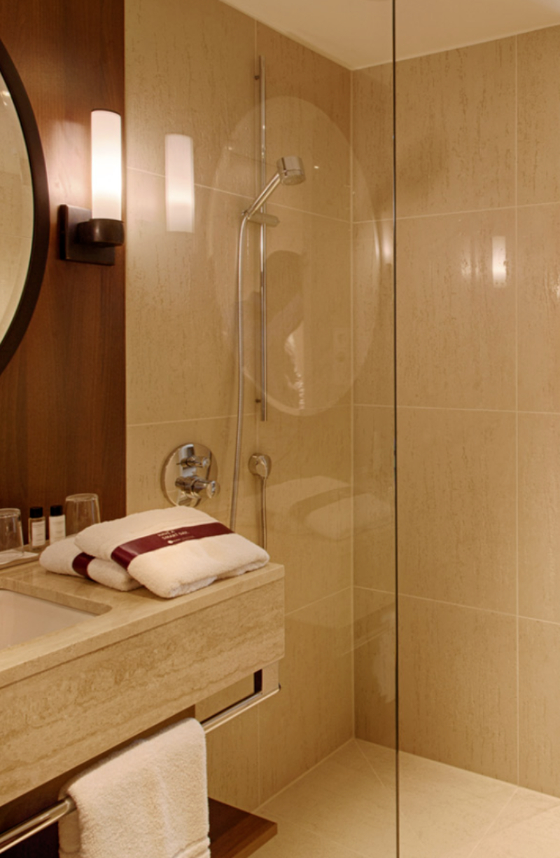Modern classic bathrooms ideas with Isabella Hamann isabella hamann Modern classic bathrooms ideas with Isabella Hamann HOTEL SPEICHERSTADT HAMBURG