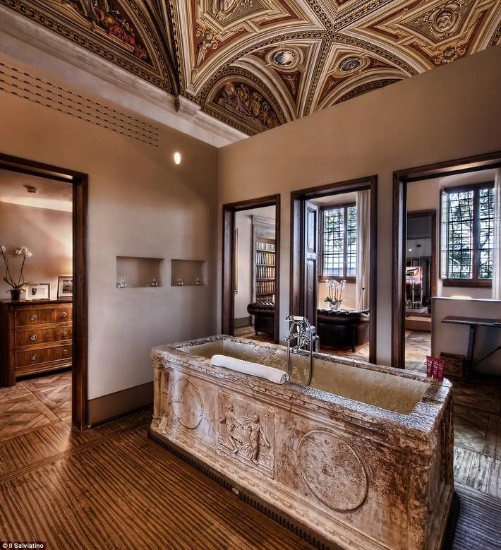 1412007160548_wps_56_IS_Affresco_Suite_jpg  The world's most luxurious hotel bathrooms revealed 1412007160548 wps 56 IS Affresco Suite jpg