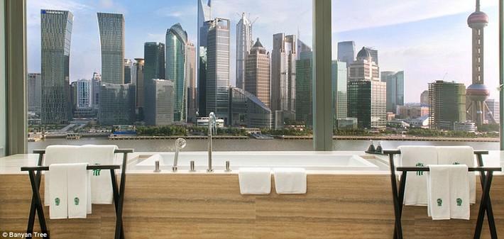1412260463403_wps_5_a04ca9d7_de09_4c63_bae4_1  The world's most luxurious hotel bathrooms revealed 1412260463403 wps 5 a04ca9d7 de09 4c63 bae4 1