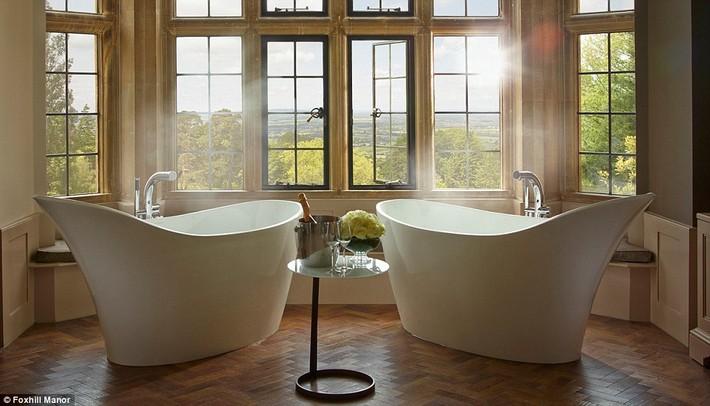 1412260695146_wps_14_Foxhill_Oak2_jpg  The world's most luxurious hotel bathrooms revealed 1412260695146 wps 14 Foxhill Oak2 jpg