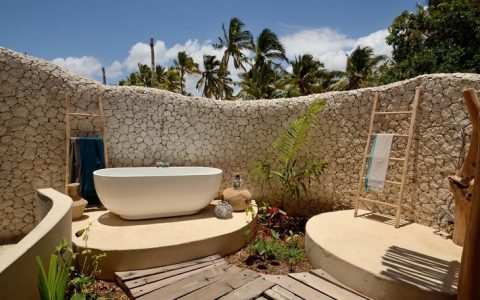 Top 10 outdoor bathrooms designs top outdoor bathtub to be inspired1 480x300
