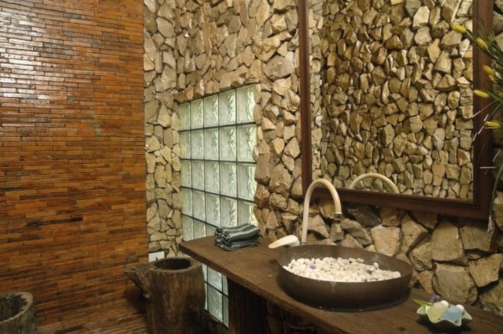 Amazing Stone Bathroom Design Ideas mosaik Stone Bathroom desain ideaswith very smart and natural wal bathroom design 657x436