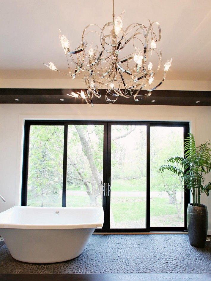 Luxurious bathrooms with elegant chandelier lighting for Contemporary bathroom chandeliers