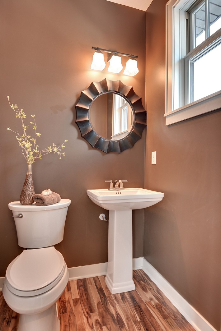 small bathrooms that will blow your mind on Small Apartment Bathroom Ideas  id=44565