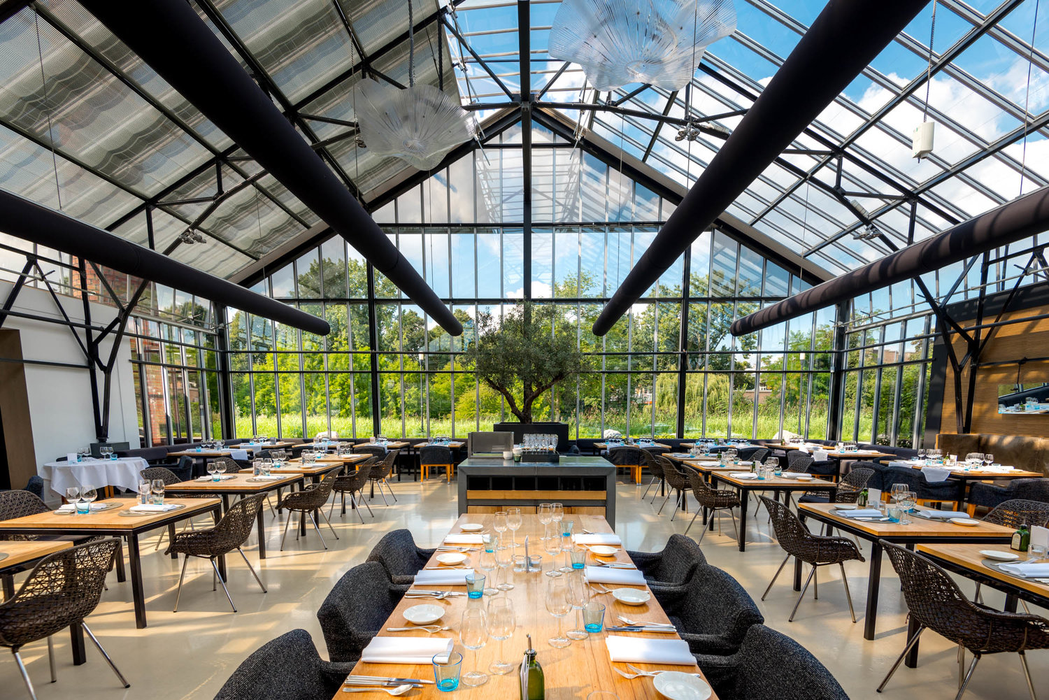 Stunning glass restaurants around the world