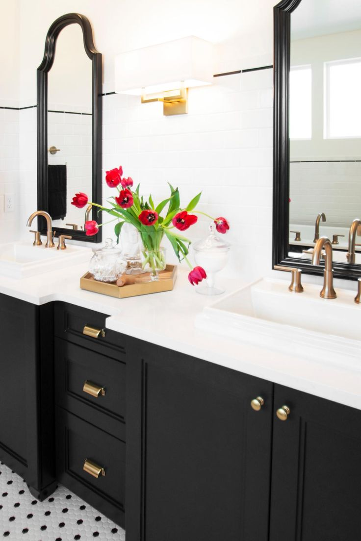 Tips For Perfect The Black and White Bathrooms.Black and White Bathrooms.black and white.modern design.warm environment.#piecesofadvice#warmenvironment#perfectbalance. Read More: http://www.maisonvalentina.net/en/inspiration-and-ideas/materials/love-black-and-white-bathrooms