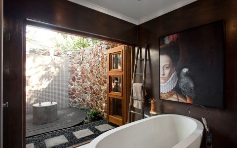 luxurious intimate place 3 Ways To Turn Your Bathroom Into a Luxurious Intimate Place junebathroommakeover04gh 480x300