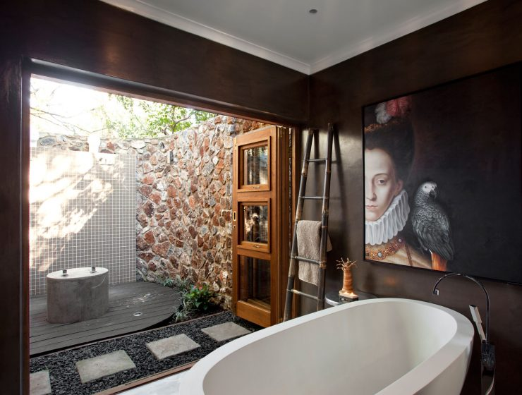 luxurious intimate place 3 Ways To Turn Your Bathroom Into a Luxurious Intimate Place junebathroommakeover04gh 740x560