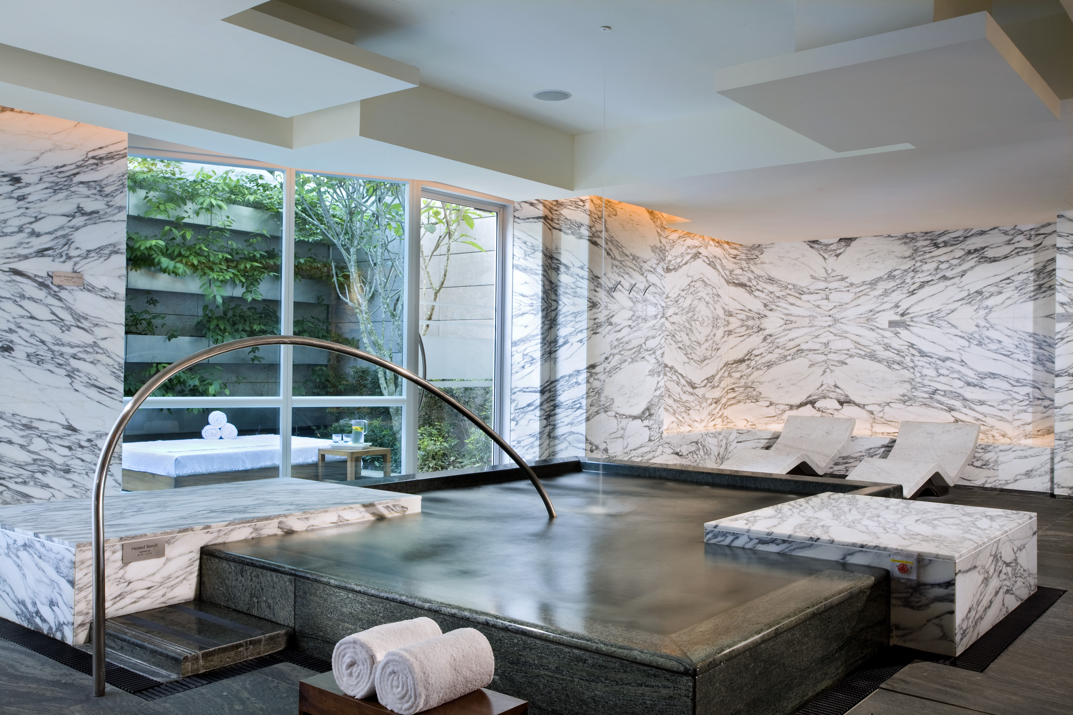 spas for summer The 5 Most Indulgent Spas for Summer 2018 de spa wet lounge