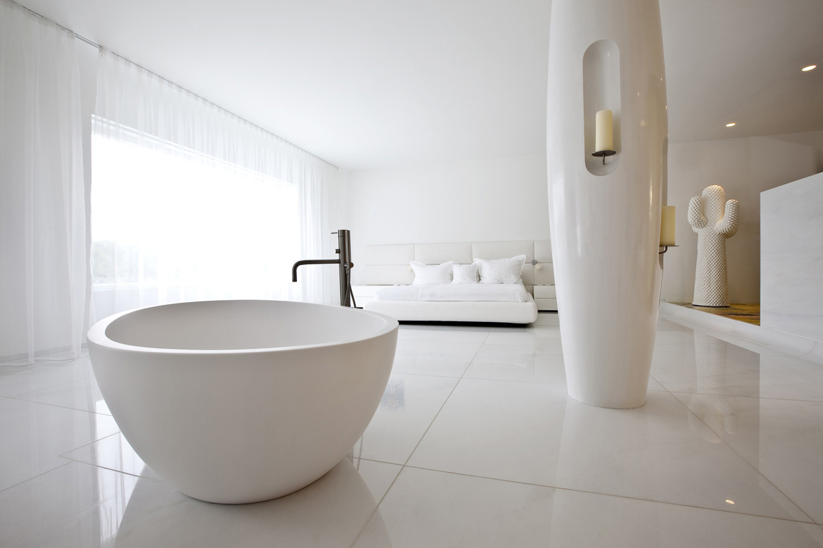 A Bathtub In The Master Bedroom 7 Winning Designs