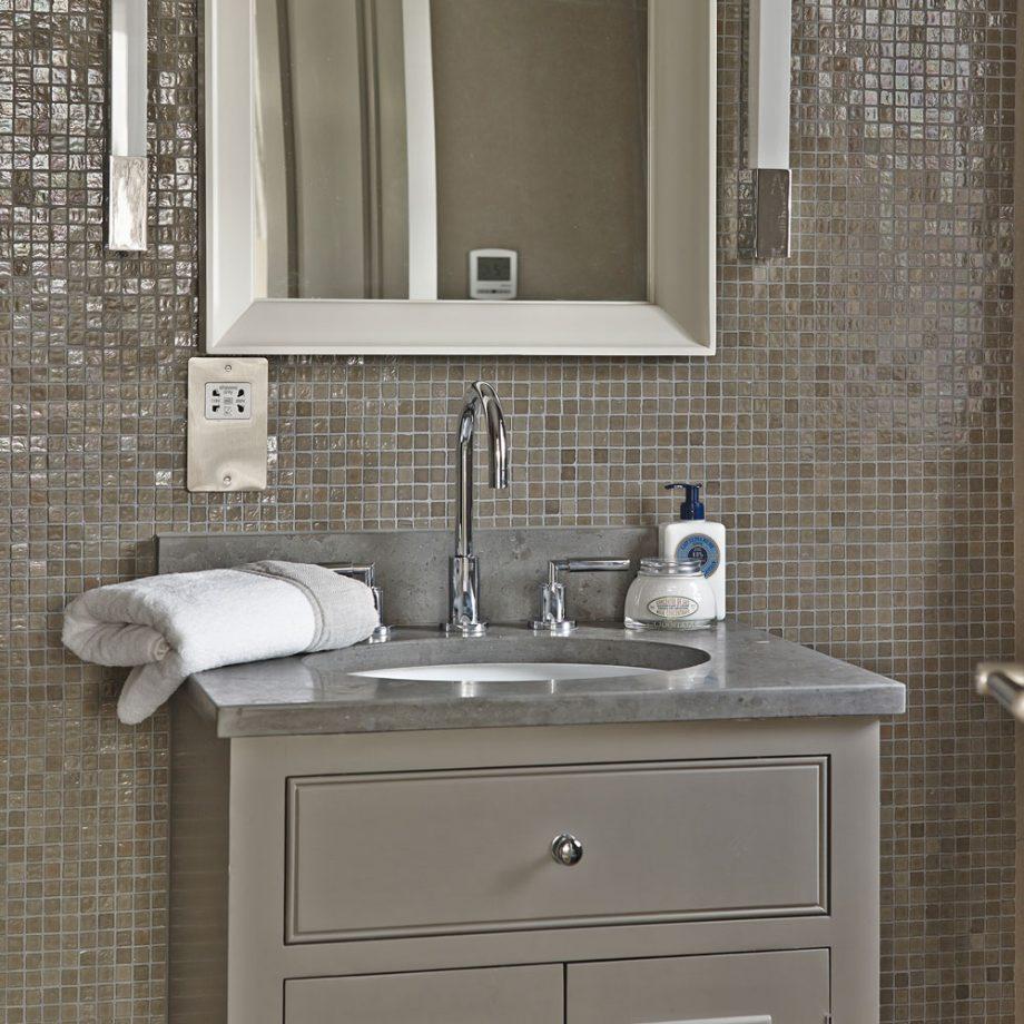 bathroom tile design Eye-Catching Bathroom Tile Design Ideas Modern neutral bathroom with mosaic tiles