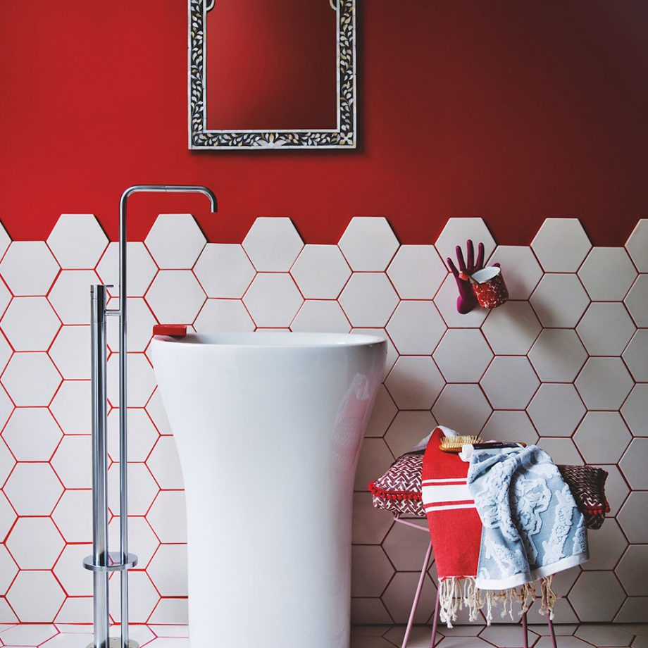 Bathroom Color Schemes, colorful bathroom, black bathroom, pink bathroom, rustic bathroom, bathroom, red bathroom Bathroom Color Schemes 5 Bathroom Color Schemes for Embellish your Decor Red bathroom with white hexagon tiles