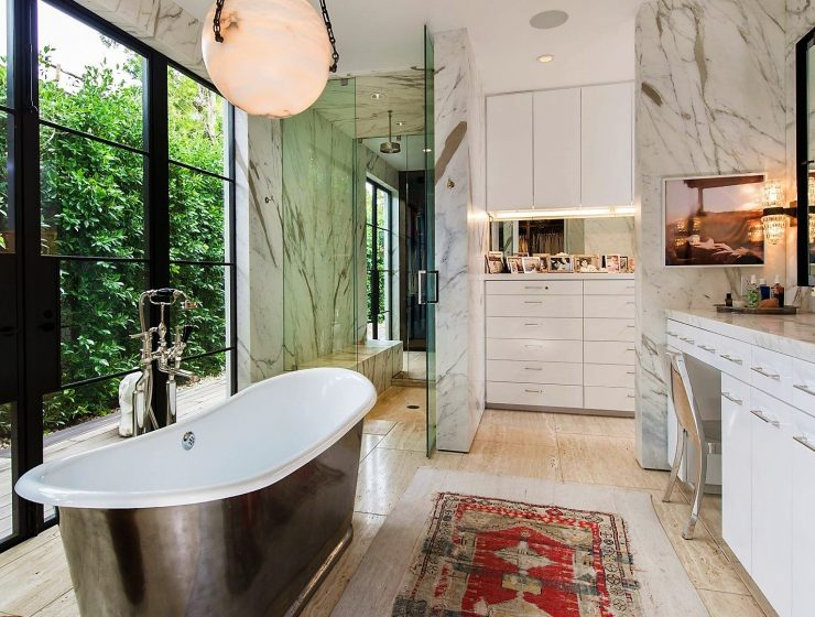 celebrity bathrooms 7 Celebrity Bathrooms that will Blow your Mind featured image 1 740x560