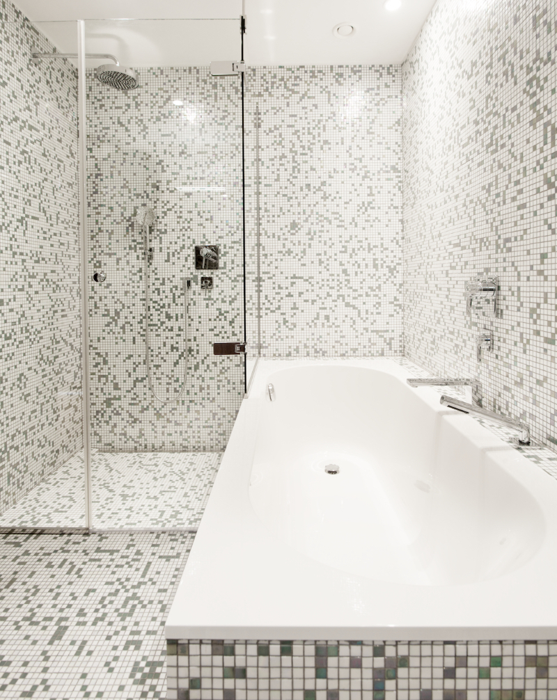 Inspiring Brussels Design Projects to have a Wonderful Bathroom inspiring brussels design projects to have a wonderful bathroom Inspiring Brussels Design Projects to have a Wonderful Bathroom Penthouse renovation project by Christophe Ternest 2