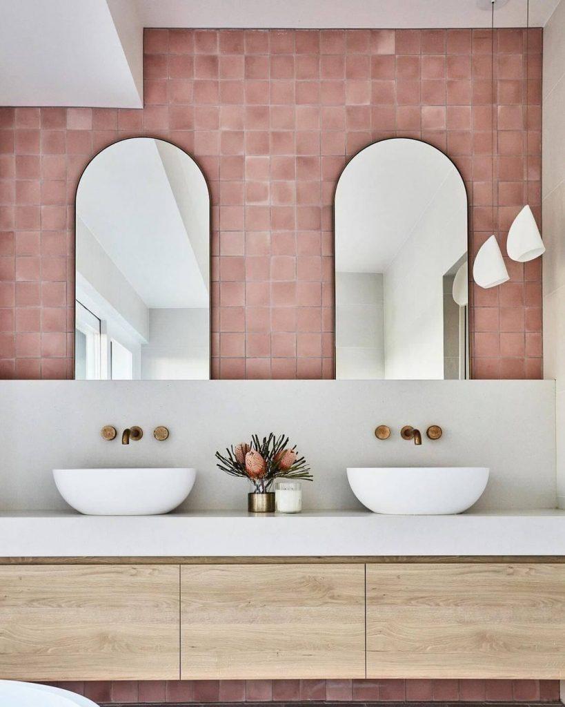 pink bathroom Pink Bathroom Ideas: Transform Your Bathroom With This Intense Color 146741982 138633048080876 6548385869210594988 n 819x1024
