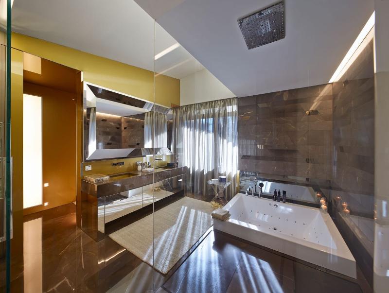 Luxury Interior Design Studio: Spagnulo and Partners spagnulo and partners Luxury Interior Design Studio: Spagnulo and Partners Contemporary Mansion Villa 2